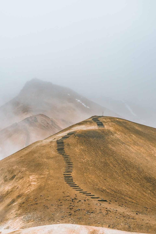 Pfad über einen Bergrücken